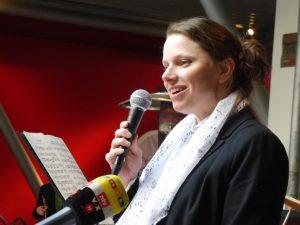 Dr.Melanie Leonard
